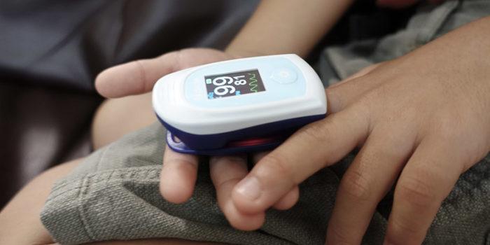 間質性肺炎を悪化させないアイテムーパルスオキシメーター